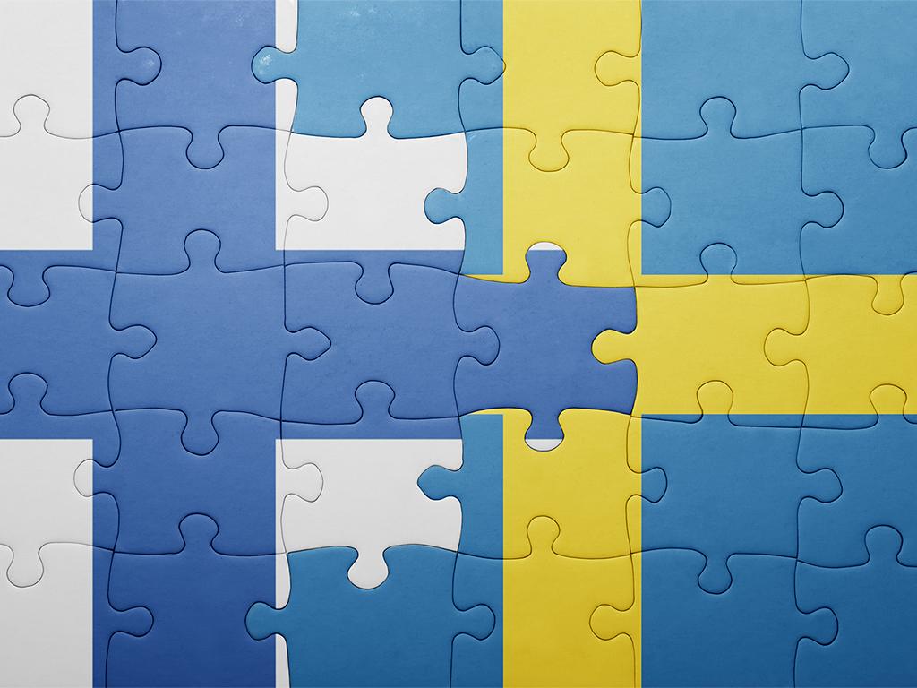Pussel med finska och svenska flaggan.