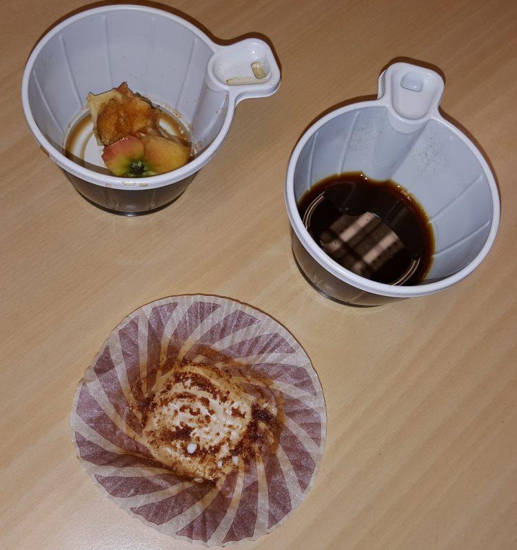 Bullpapper och uppdruckna kaffekoppar.
