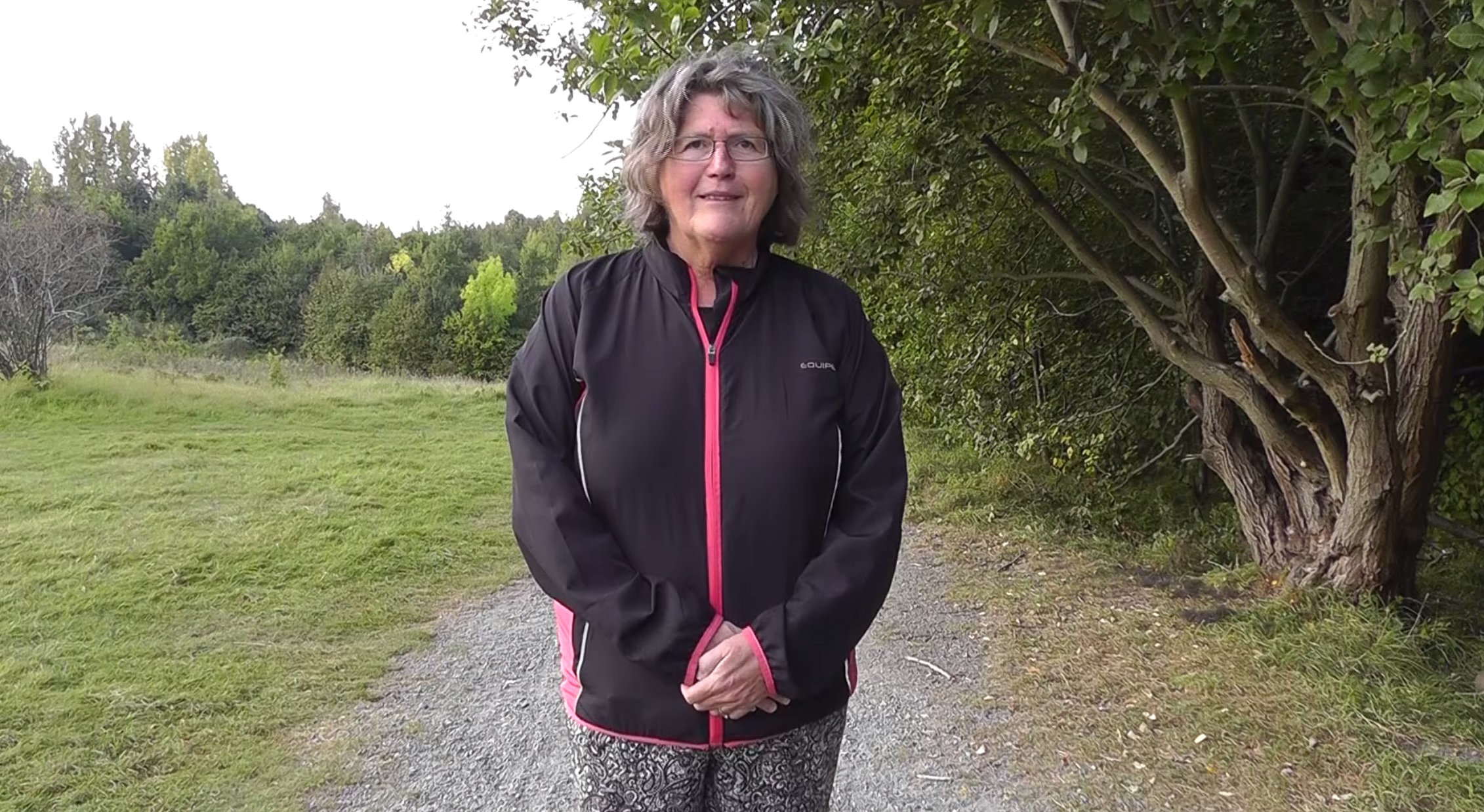 Lisbeth på stig i Käglinge.
