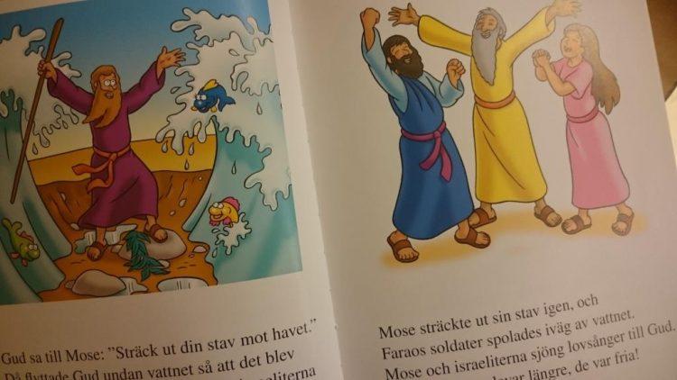 Bok om judendom uppslagen.
