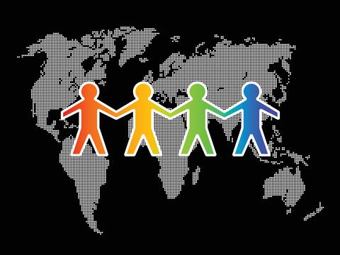Fyra tecknade personer håller varandra i handen i bakgrunden av världskarta.