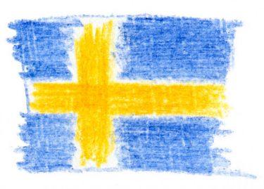 Svensk flagga ritad med krita.
