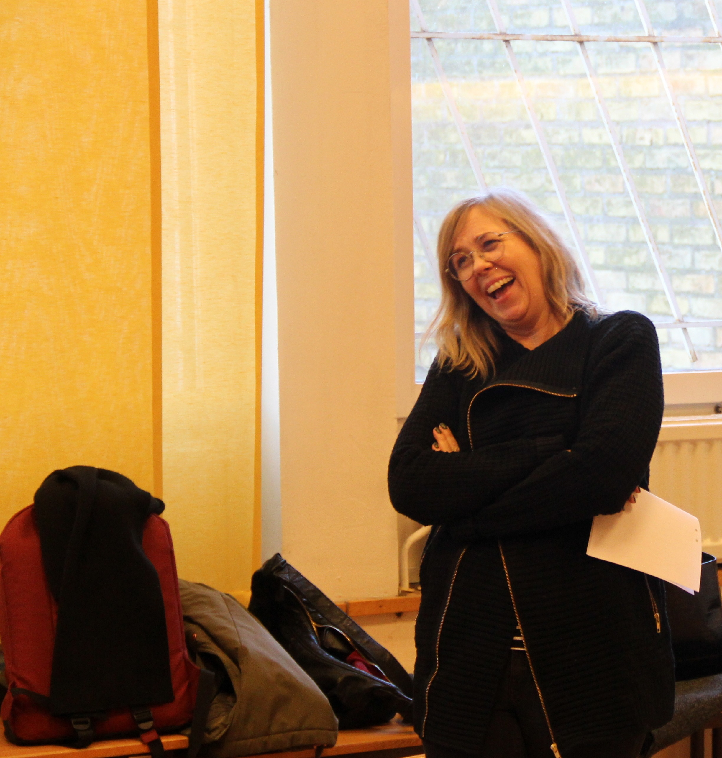 Sara Kadefors skrattar.