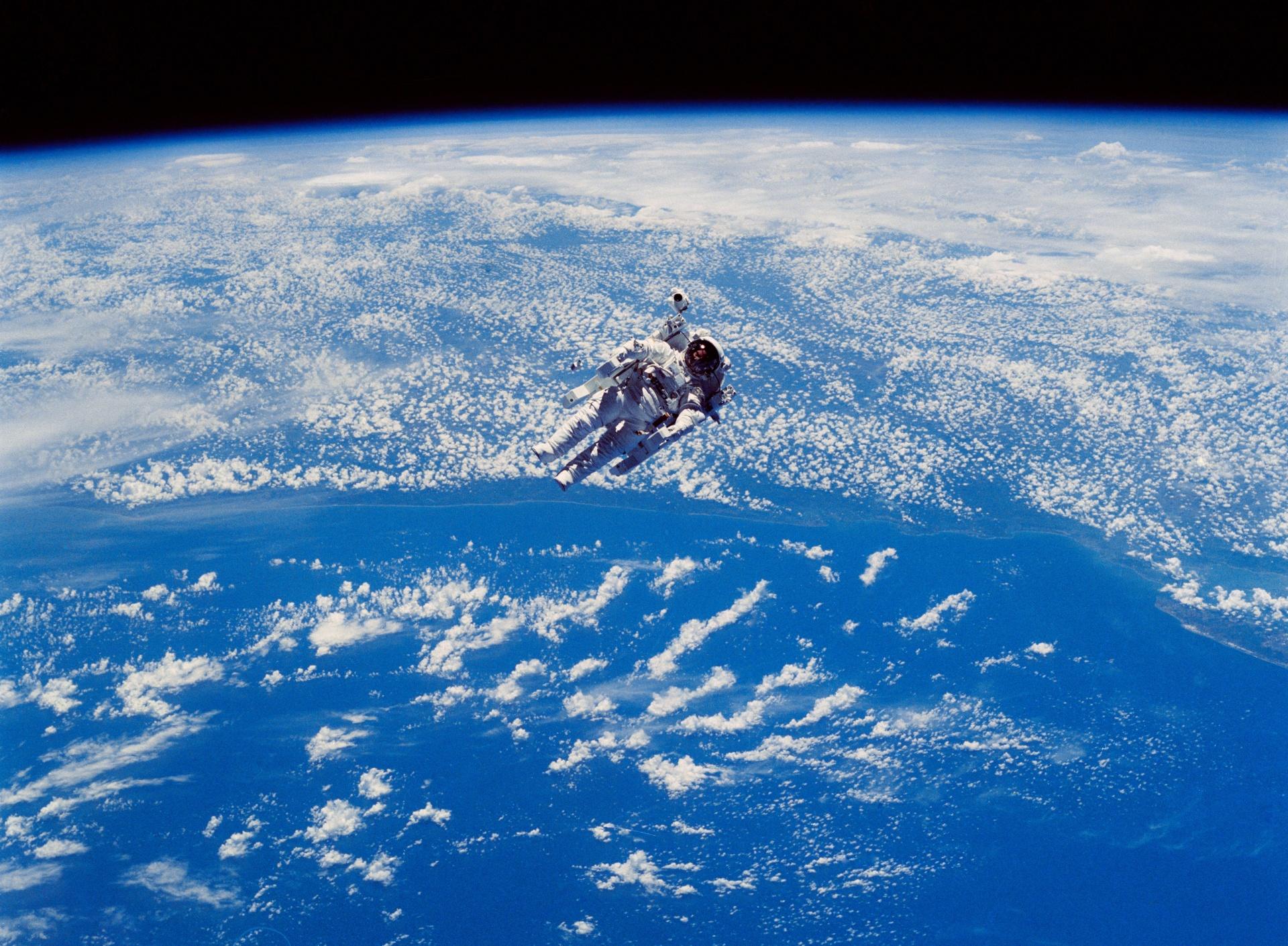 Astronaut i rymden.