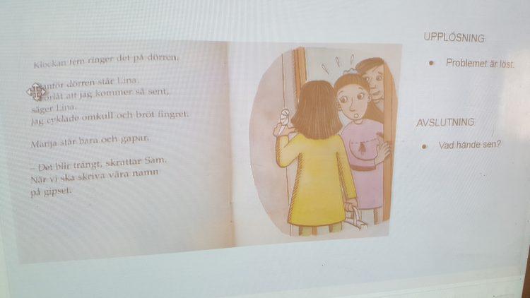 Uppslagen bok på datorns skärm.