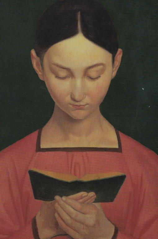 Flicka håller i bok.