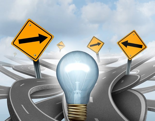 Glödlampa i ett virrvarr av vägar.