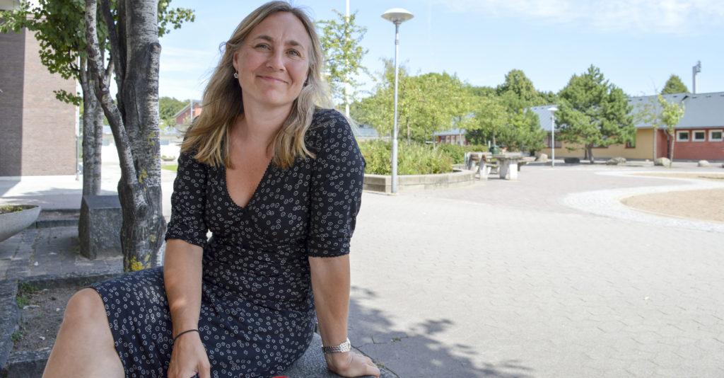 Charlotta Rosing på skolgården.