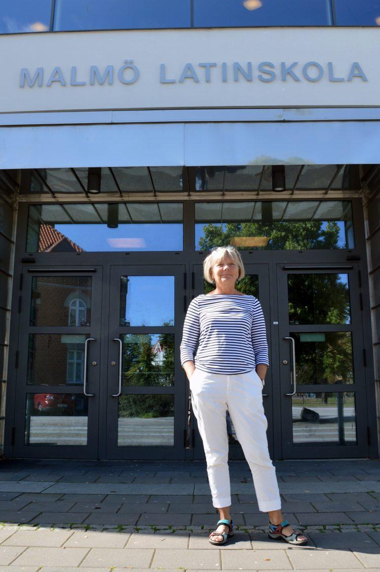 Maria Jarlsdotter står utanför entrén till Malmö latinskola.