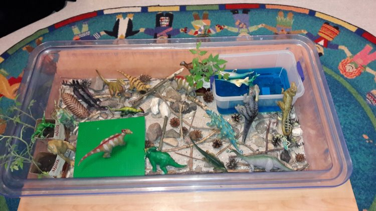 Dinosaurieland i plastbalja.