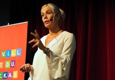 Åsa Hirsch föreläser.