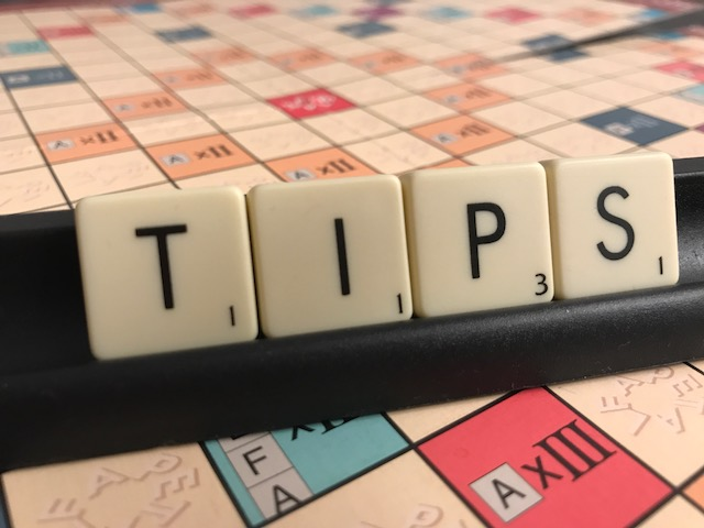 Alfapetbrickor bildar ordet tips.