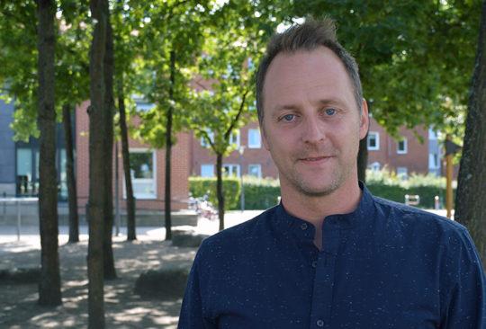 Tomas Strand på Stenkulaskolans skolgård.