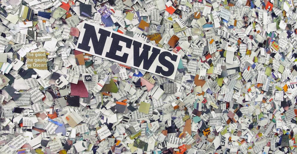 News står på massa tidningsutklipp.