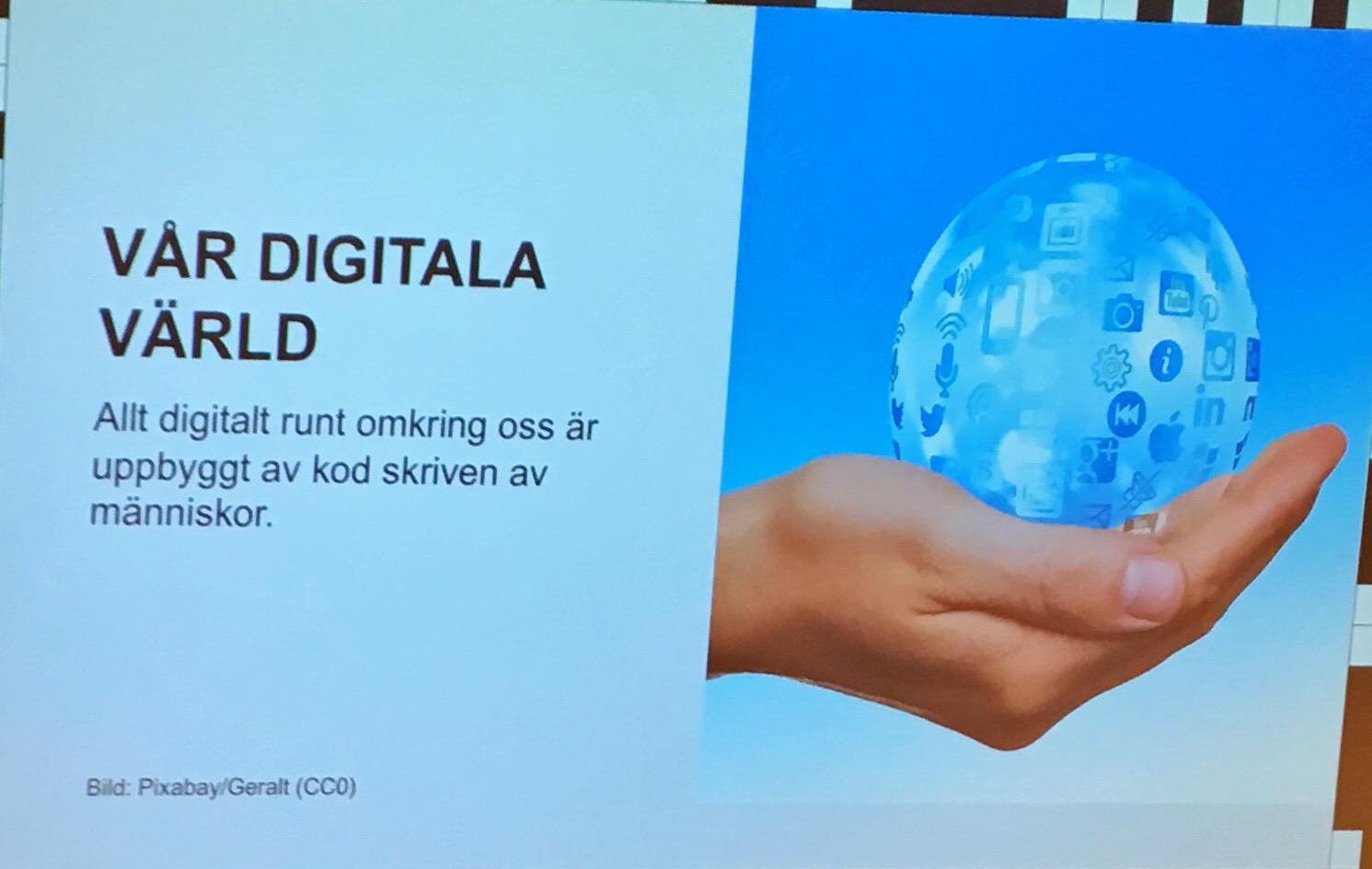 Bild från presentation där det står Vår digitala värld.