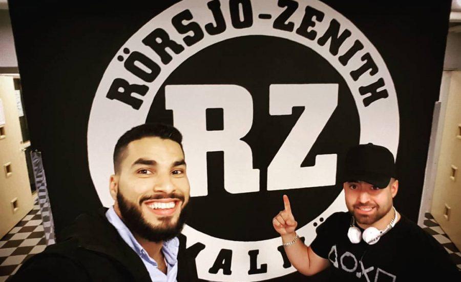 Två män framför Rörsjö Zeniths märke.