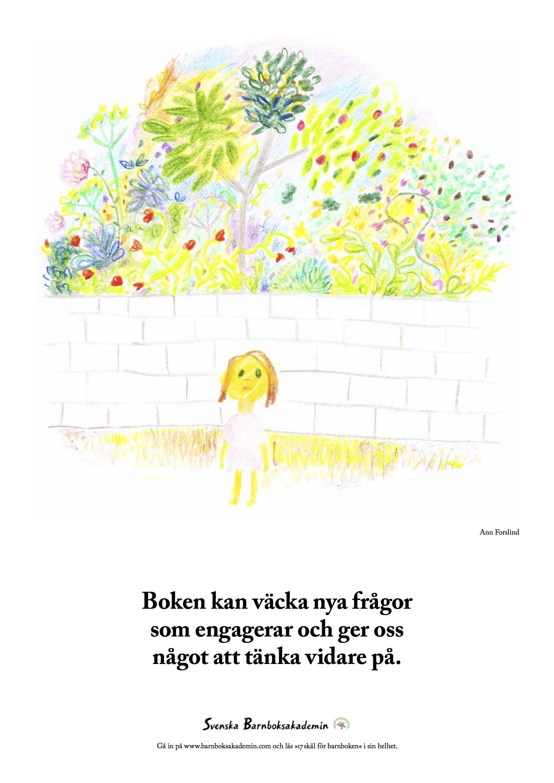 Tecknad flicka framför mur och blommor.