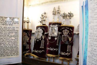 Torarullar inne i Malmö Synagoga.