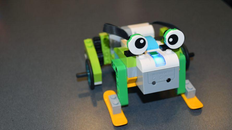 Programmerad grodrobot i lego.