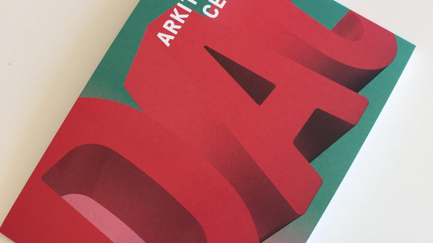 Omslag till broschyr om Dansk arkitektur center.