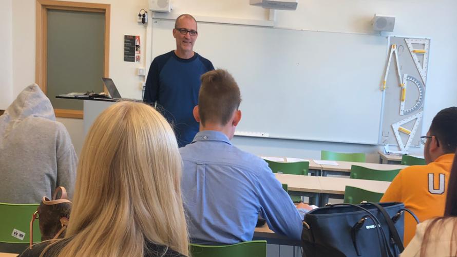 Martin Erberth i klassrum.