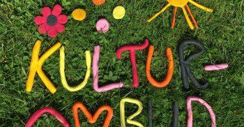 Ordet kulturombud står format av bokstäver i lera.