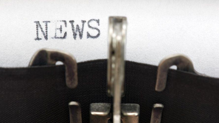 Skrivmaskin från förr skriver ordet news