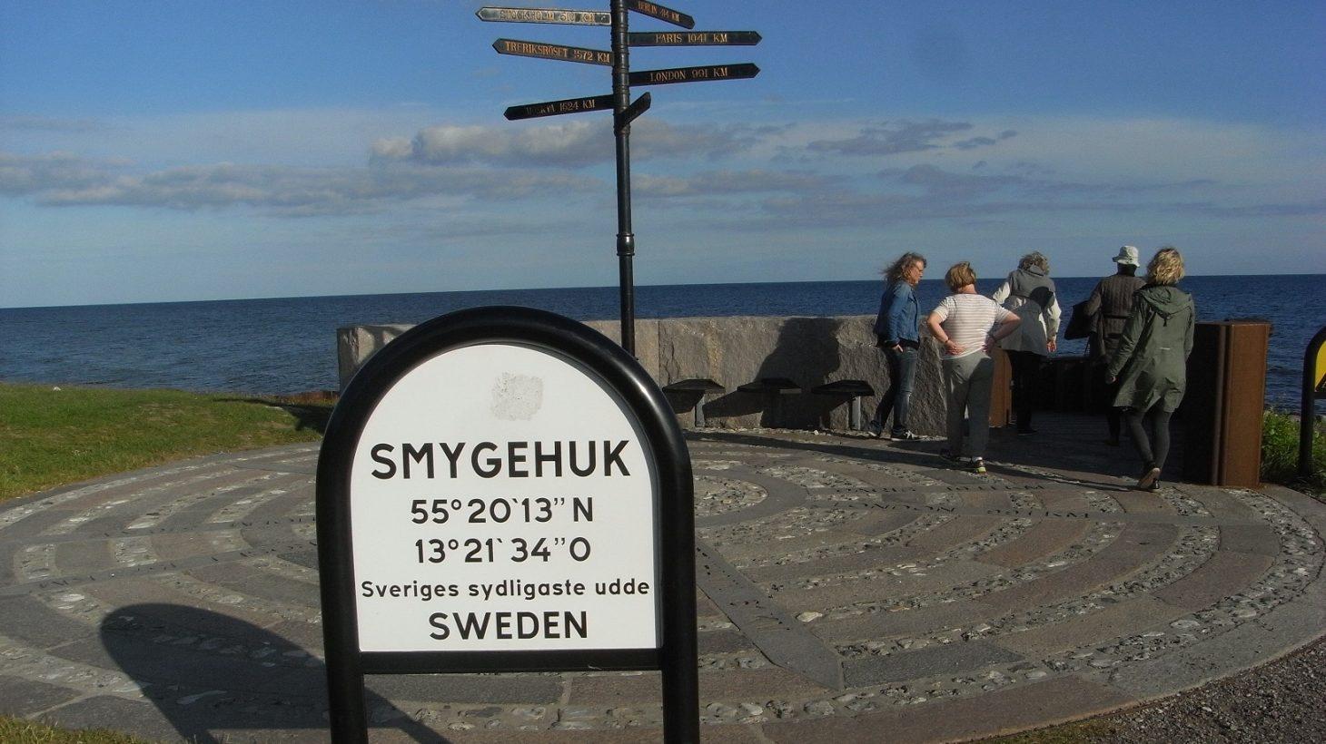 Skylt som sitter vid Sveriges sydligaste udde i Smygehuk.