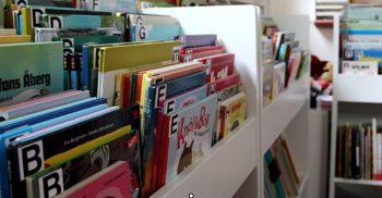Boklådor på bibliotek.