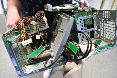 Datorchassi fylld av komponenter.