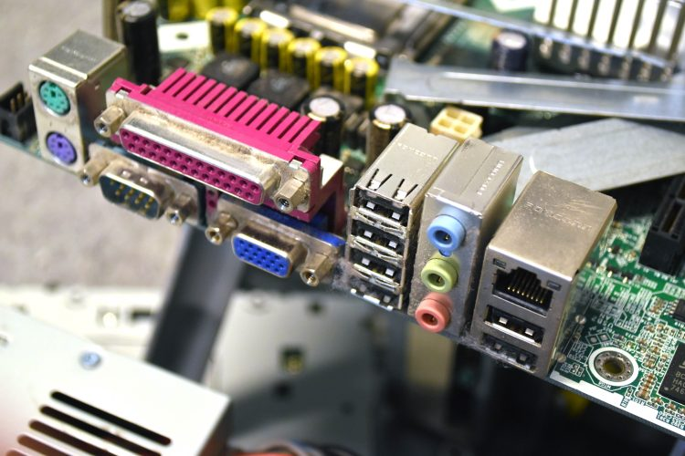 Komponenter till dator.