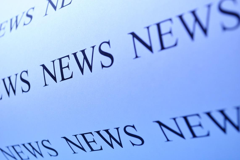 Ordet News på vitt papper