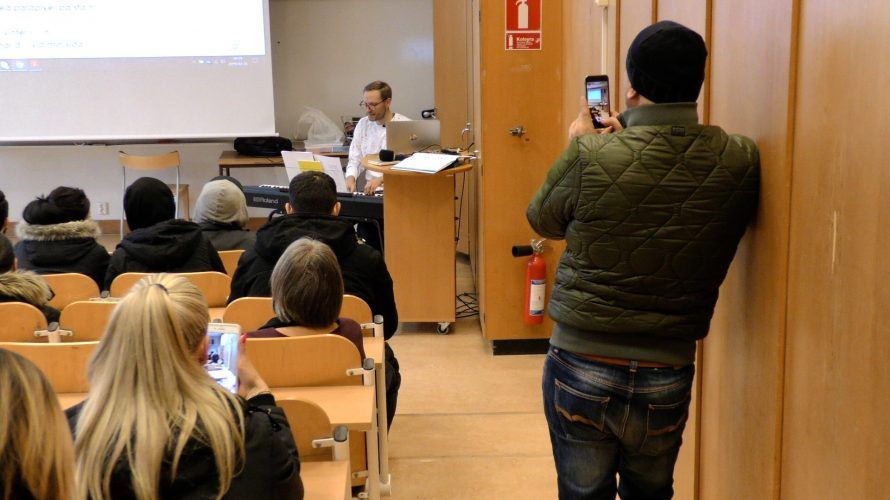 Carl-Erik Carlsson, lärare i svenska och musik på Komvux SFI Malmö.