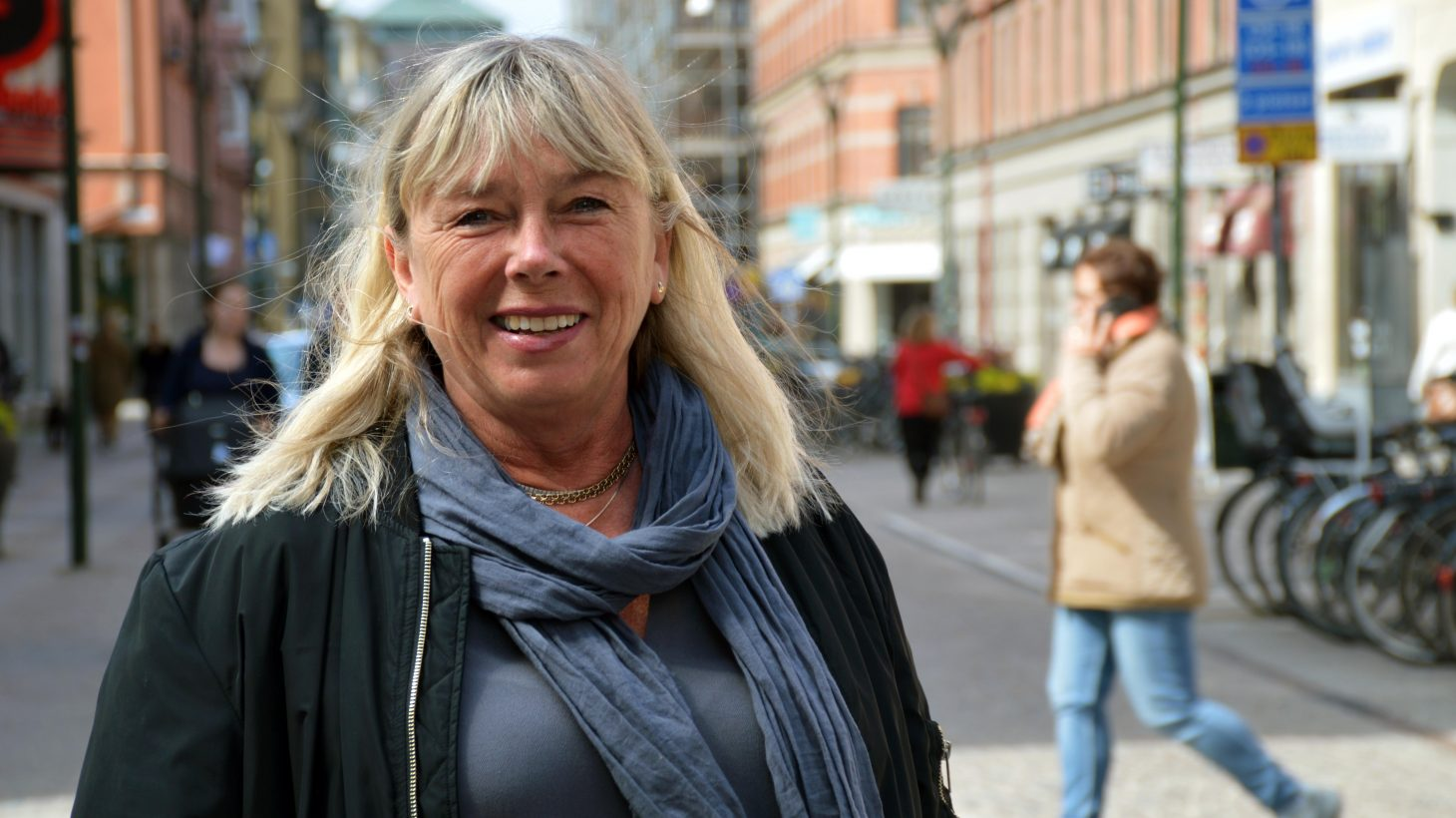 Annette Lawesson står på gåtgatan i Malmö