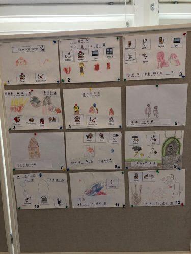Teckningar uppsatt på vikbar vägg.