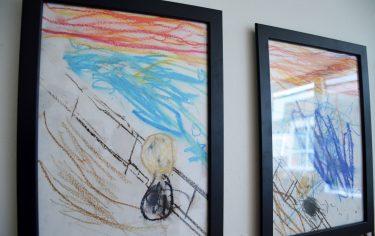 Konstverk målade av barnen på Visans förskola föreställande det berömda konstverket Skriet av Edvard Munch.