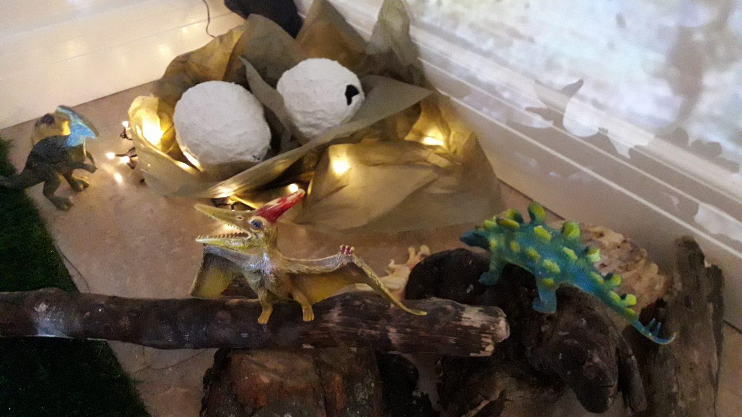 Lekhörna med dinosaurier.
