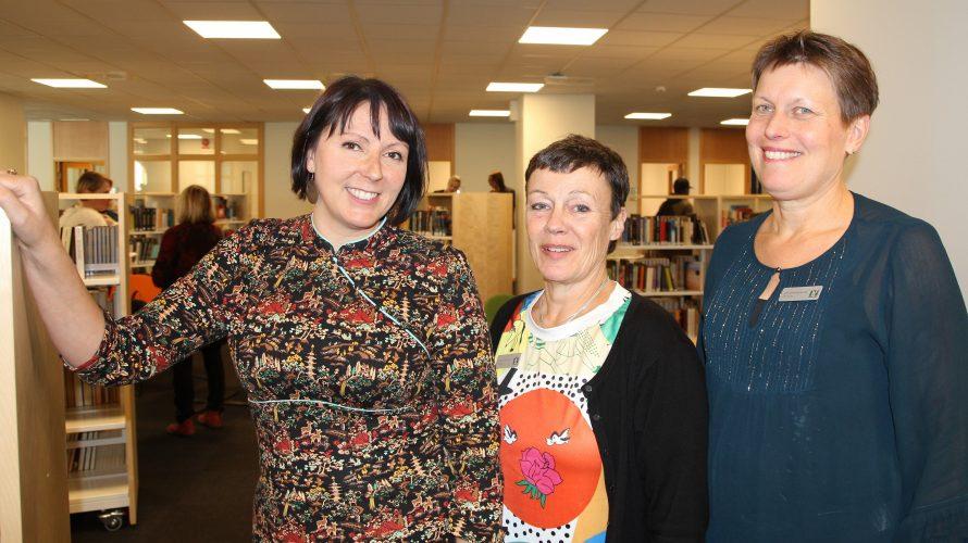 Bibliotekarierna Eva Akenine, Annette Gillholm och Ann-Christine Spjuth.