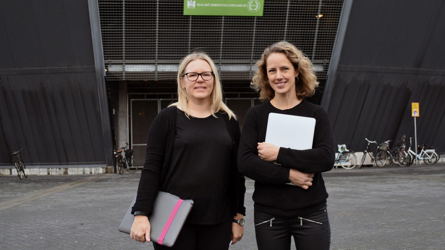 Åsa Falk och Kajsa Månsson, förstelärare på Malmö Idrottsgymnasium, står framför Stadion.