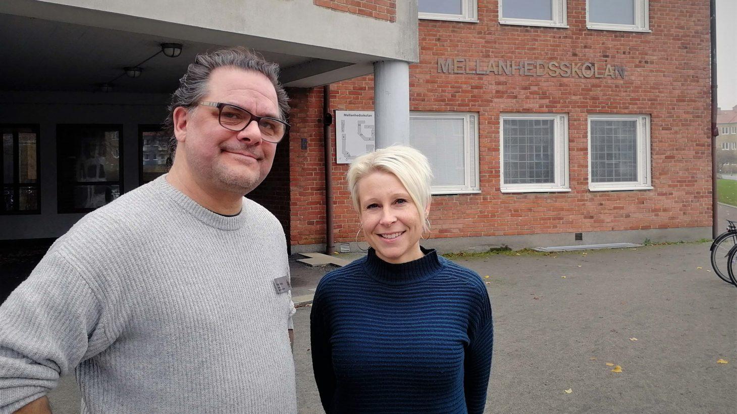 Skolkuratorn Petter Brage och fritidspedagogen Camilla Jensen på Mellandhedsskolan.