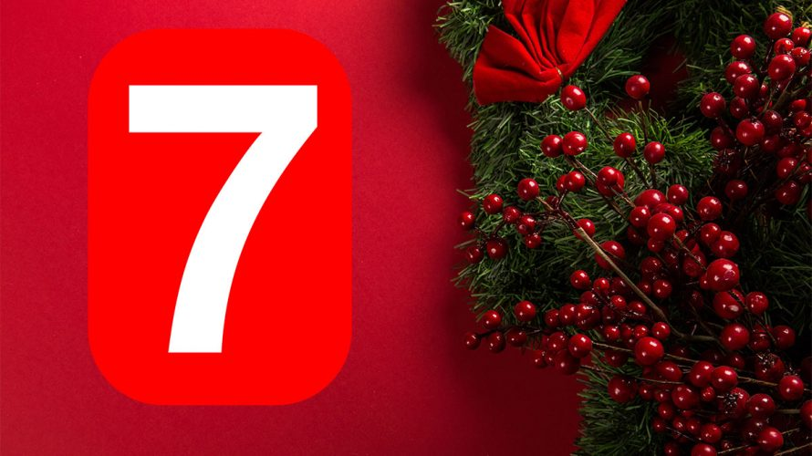 Julkrans med rönnbär och siffran sju.