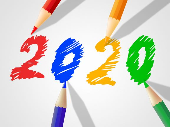 Pennor ritar fram årtalet 2020.