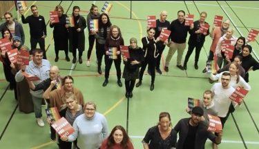 Apelgårsskolans personal och rektor Ger rasismen rött kort för allas lika värde.