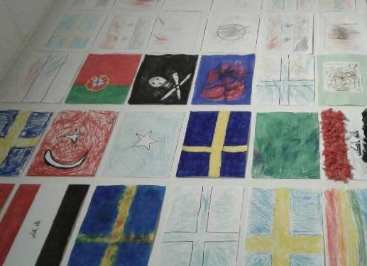 Tecknade flaggor på rad.