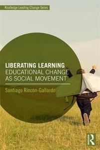 """Boksomslag till boken """"Liberating learning"""" där en grön cirkel är framför ett barn som springer."""