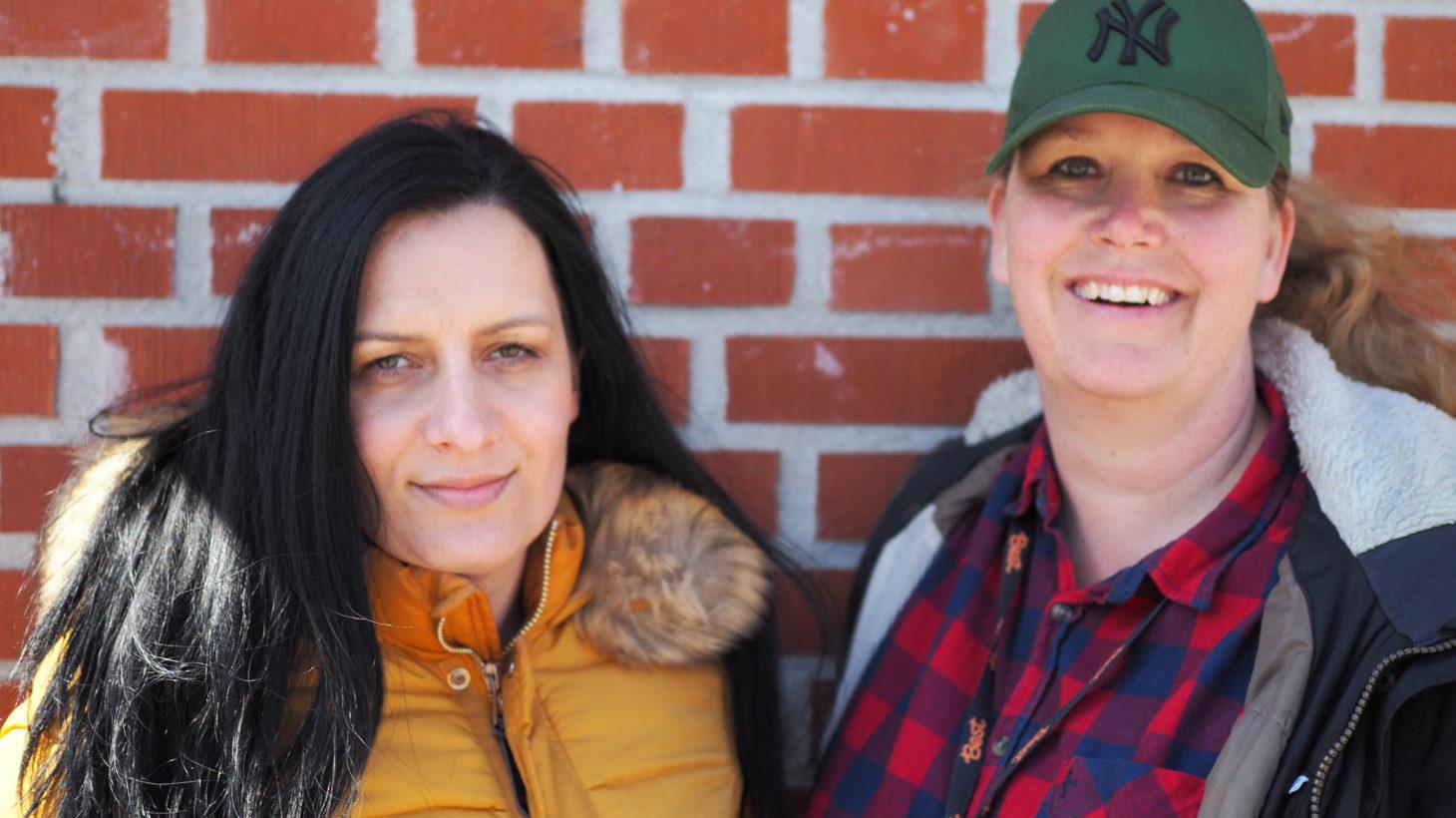 På bilden syns lärarna Martina Barunovic och Ann Lundvall som arbetar i Stenkulaskolans förskoleklass.