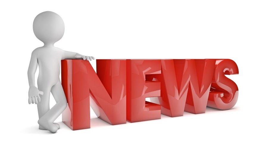 Tecknad streckgubbe lutar sig mot röda bokstäver som blir ordet news