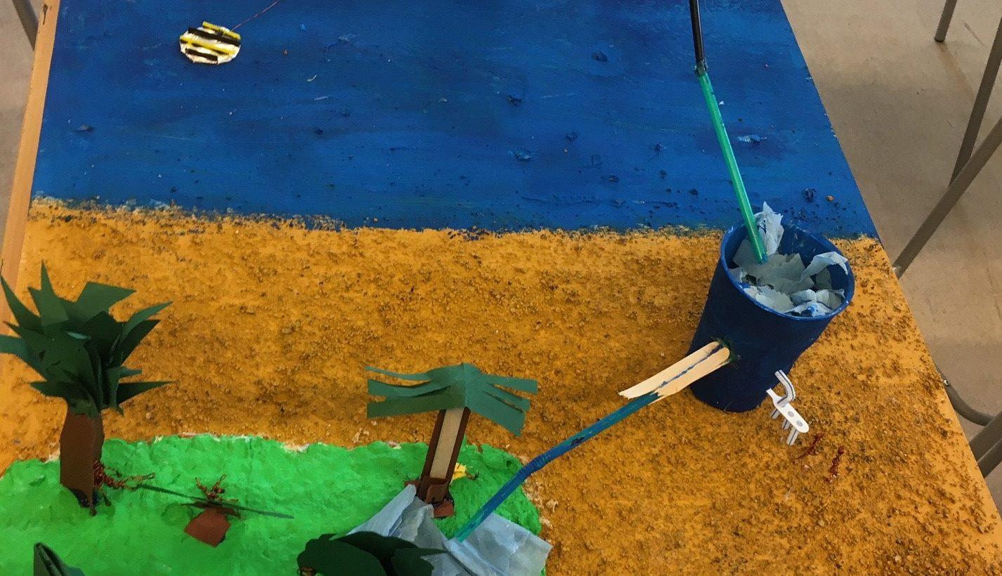Ett skapat hav och land i papper med en pump.