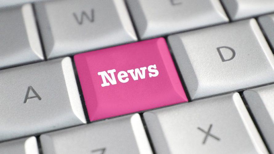 Tangentbord med rosa knapp som det står News på