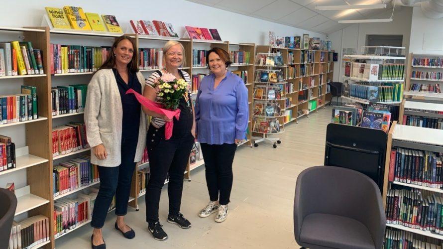 Rektorer och skolbibliotekarier på Mellersta Förstadsskolan i deras skolbibliotek